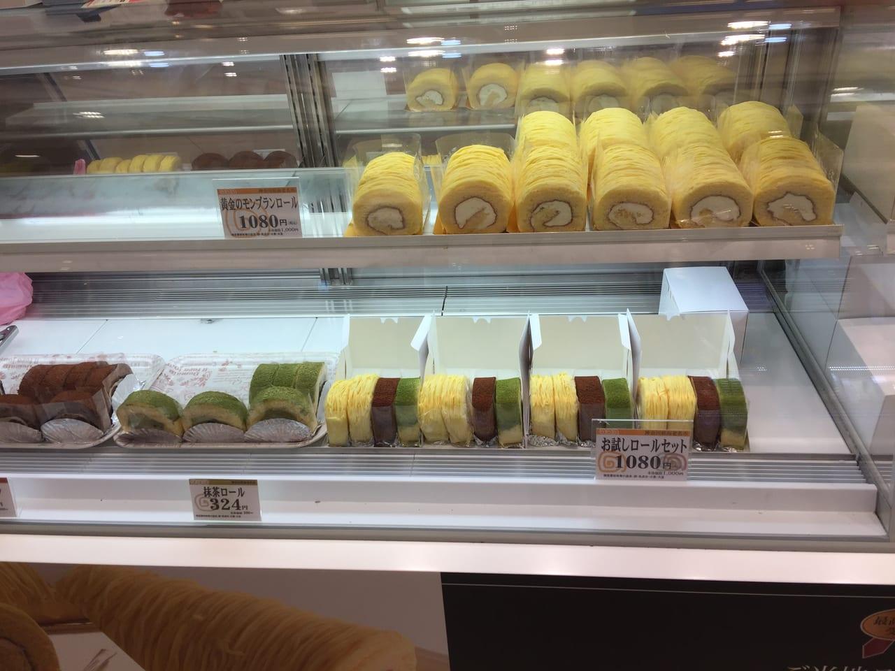 ロリアン洋菓子店のショーケース